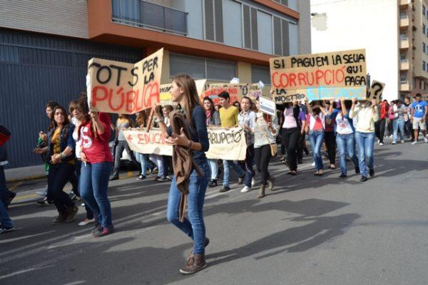 L'alumnat de l'IES Alvaro Falomir es manifesta contra la política educativa dels governs del PP