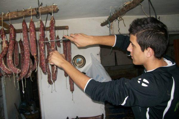 MATANÇA DEL PORC. 1- Carn de porc adobada i pernils. Javi Alarcón