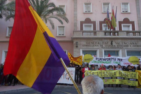 PER L'ESCOLA PÚBLICA. Manifestació a Castelló