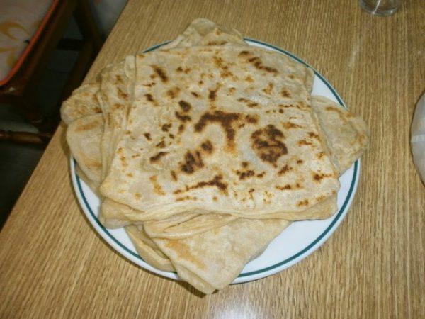 LMSEMEN. Un plat típic del Marroc. Hakima Zaitouni