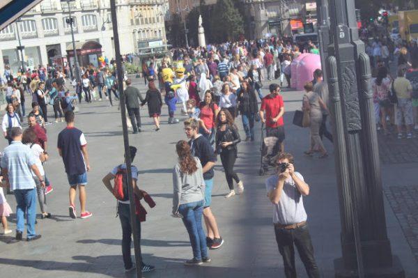 FOTÒGRAFS FOTOGRAFIATS (9)  A LA PLAÇA
