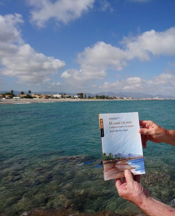"""Tres ressenyes sobre """"El camí i la mar i altres contes en paper"""". Carme Pinyana, Josep San Abdon i Josep Palomero"""