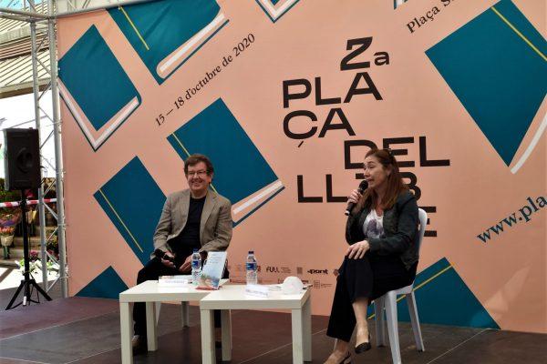 """Presentació del llibre """"El camí i la mar i altres contes en paper"""" a la Plaça del Llibre de Castelló"""